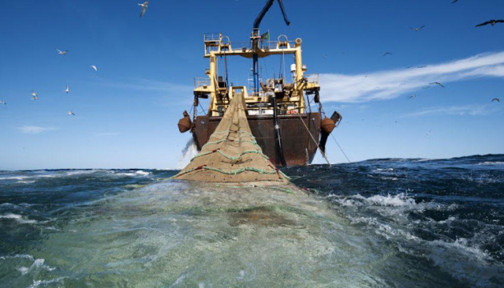 trawler-for-fishing-777x437