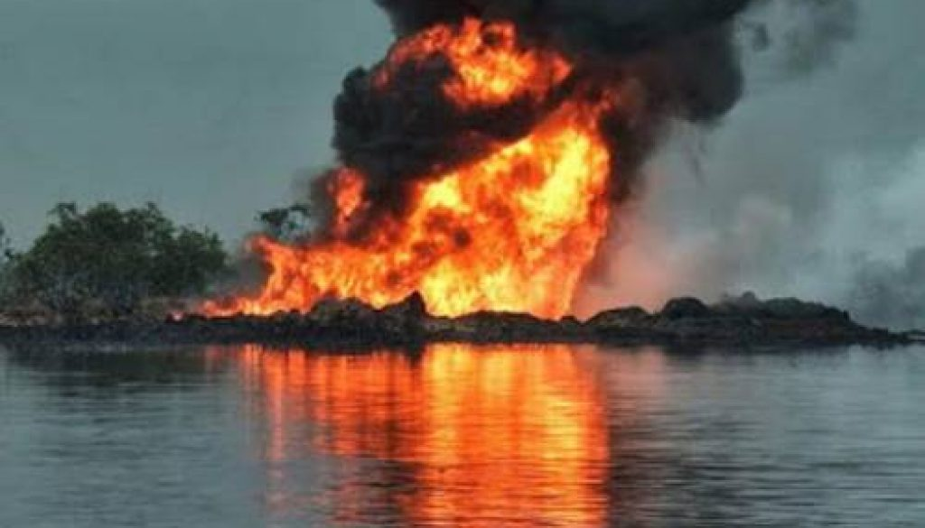 fire-from-the-crude-pipeline-fire-at-tebidaba-clough-creek-line-operated-by-agip-resized-800