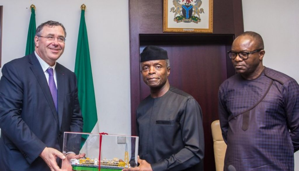 3_VP-Osinbajo-receives-in-audience-a-delegation-of-TOTAL-Group-led-by-its-CEO-Mr-Patrick-Pouyanne-Abuja.-by-Novo-Isioro-650x400