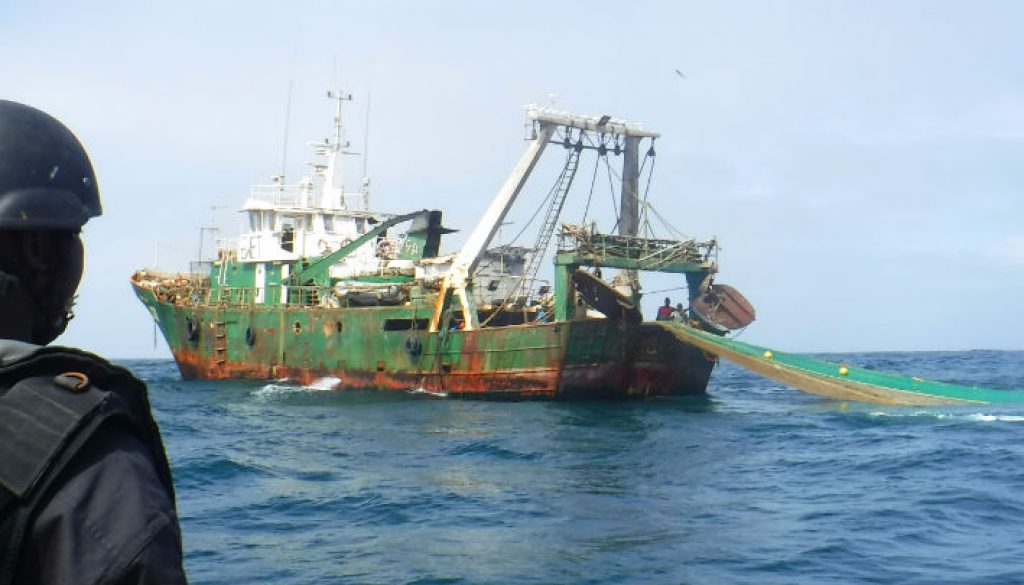 Senegalese-navy-personnel-board-a-fishing-vessel-1000x405